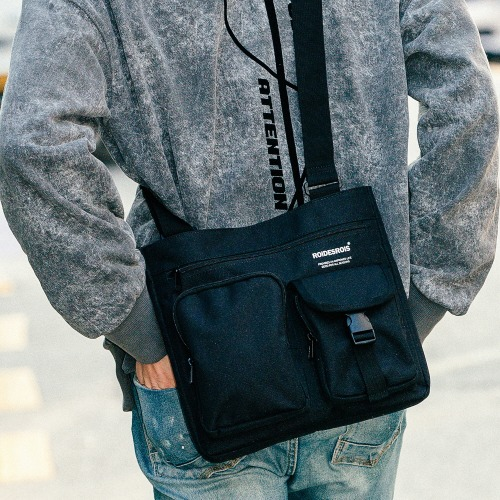ALPHA BUCKLE CROSS BAG (BLACK)